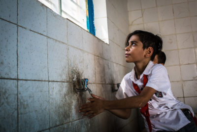 Iraqi children risk being poisoned by unsafe water at their schools