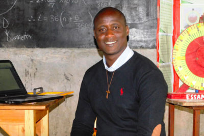 Teacher who gives 80% of his income to the poor wins $1m global prize