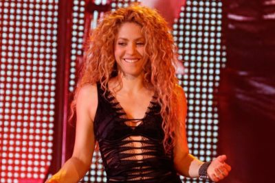 Shakira kicks off world tour and asks her fans: back campaign to get children into school