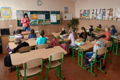Warring forces in Ukraine urged to respect back-to-school ceasefire