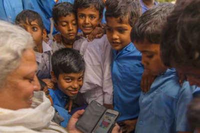 Stories on a phone help young Indian children to learn