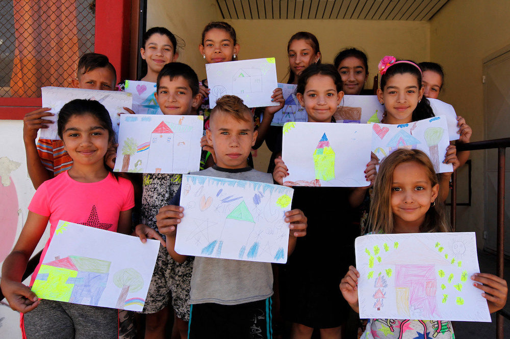 Bulgaria tries to encourage marginalised Roma children into school